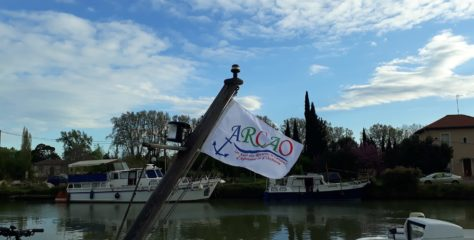 Le drapeau ARCAO flotte sur les mats des bateaux